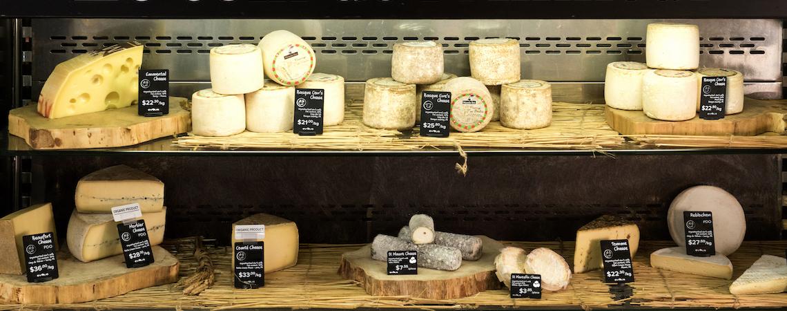 tienda especializada en quesos con una presentación de productos muy eficaz para las ventas